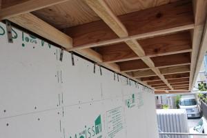 外壁ガルバリウム鋼板のグリーンと メリハリをつけた色使いにしてあります