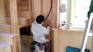 壁・天井に穴が 開けられ後は器具を取り付