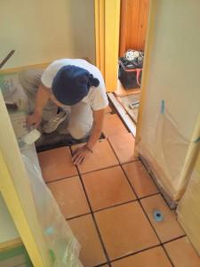 電気屋さんも壁の仕上がりに合わせて器具付にきました