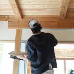 電気の配線が終了した段階で左官屋さんが入り壁の 珪藻土仕上げ