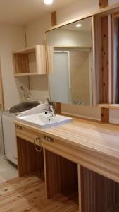 洗面所はオーダで、使用時間が重なっても広く使えるように 工夫がされています。
