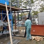 棟上げの後、骨組みだけの状態の時にサッシの枠が随時納入されてきます。
