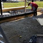 さらに屋根を設置で完成となりますが、この後土間部分に、コンクリート打設までして駐車スペースの完成です。