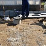 その横で市役所の方が合併浄化槽の点検にいらっしゃいました。 浄化槽工事終了後の内部の水はり・ブロワ―の動きなどを入念に検査していました。