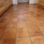 また、奥様のご希望で足元にはお手入れが簡単にできるテラコッタ調の床材を使用。