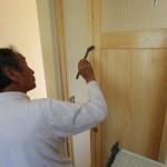木塀・各戸の塗装に塗装屋さんが来てくださいました。