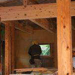 断熱工事終了後、壁の下地・床張り工事に入ります。